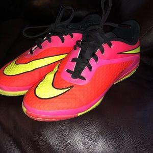 Nike hyper venom shoes sz5.5 y or women's 7.5